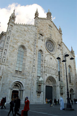 Visiting Lombardy, the Duomo in Como