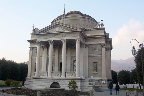 Visiting Lombardy, the Volta Temple in Como